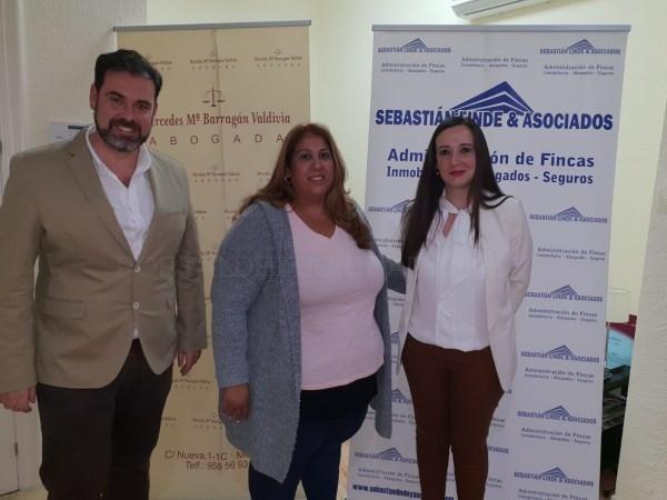 > La empresa motrileña Sebastián Linde y Asociados ha donado un gran lote de aceite de oliva virgen extra a la familia de la pequeña Jimena Estévez