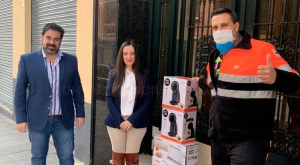 > Administración de Fincas Sebastián Linde y Asociados C.B dona cafeteras al hospital